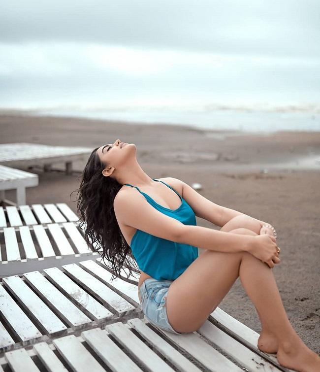 pHOTo: Nela Ticket Girl On The Beach